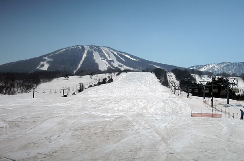 春の安比高原スキー場