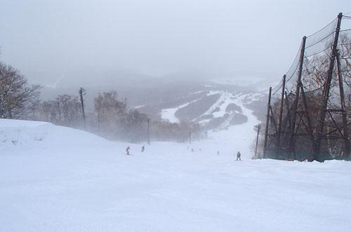吹雪の安比高原スキー場