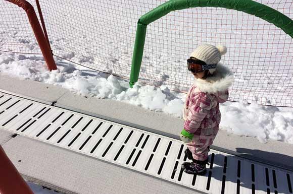 ファミリーパークのスノーエスカレーター