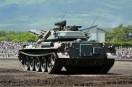 訓練展示に備える74式戦車